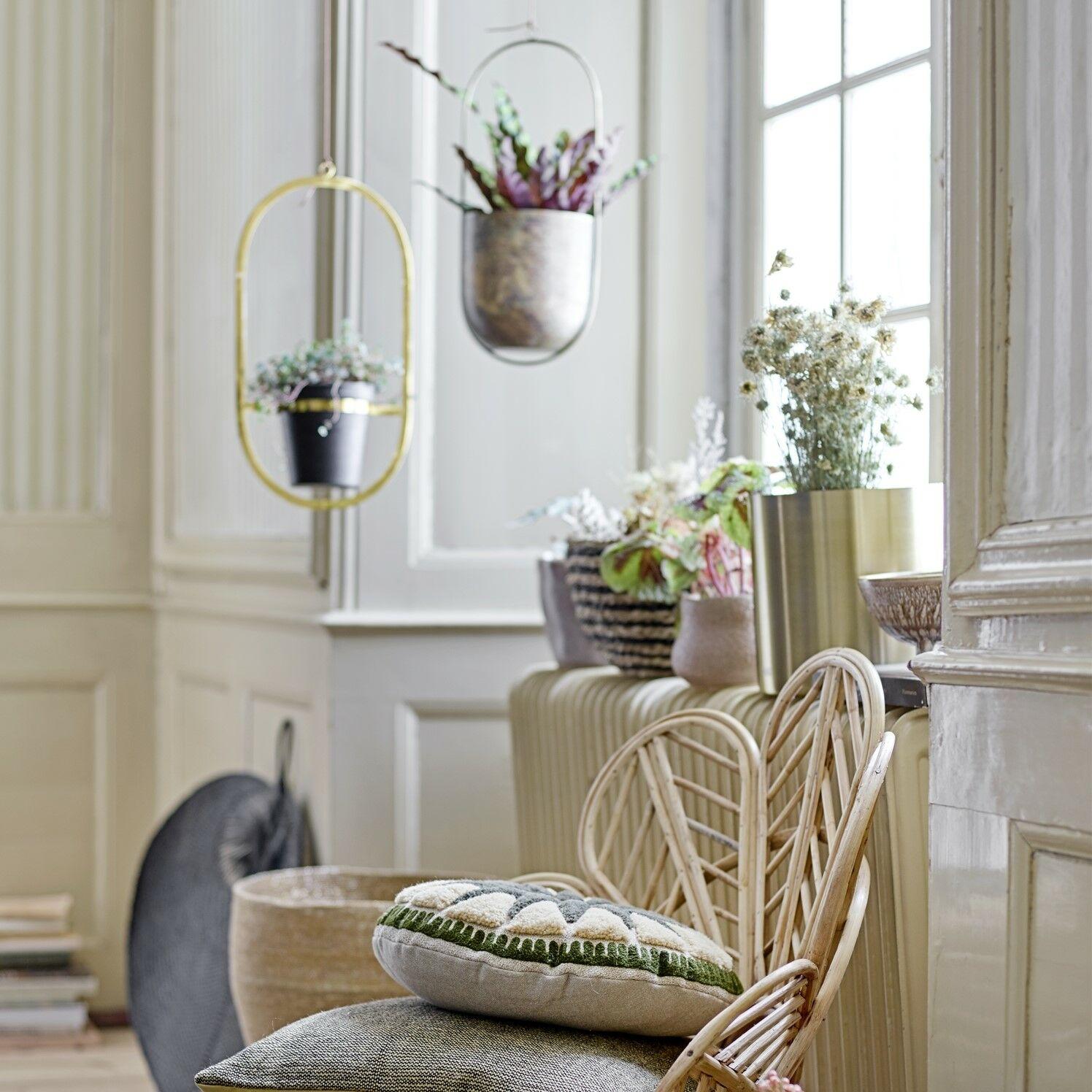nyár a lakásban növényekkel